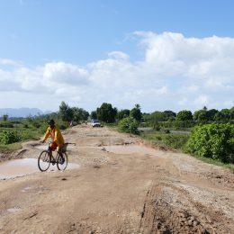 Landstrasse in Madagaskar kurz nach der Regenzeit