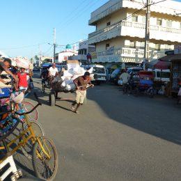 In der Stadt werden Lasten oft per Handkarren bewegt.